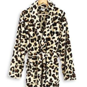 🆕🎉Host Pick Betsy Johnson leopard bathrobe 🎉🎉